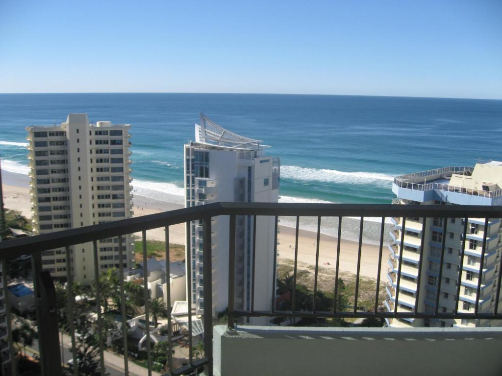 Just 150 Metres From Surfers Paradise Beach Century Oceanside Apartments