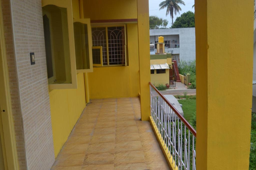 阳台/露台 Manasvini Homestay-A home in Mysore with scenic view