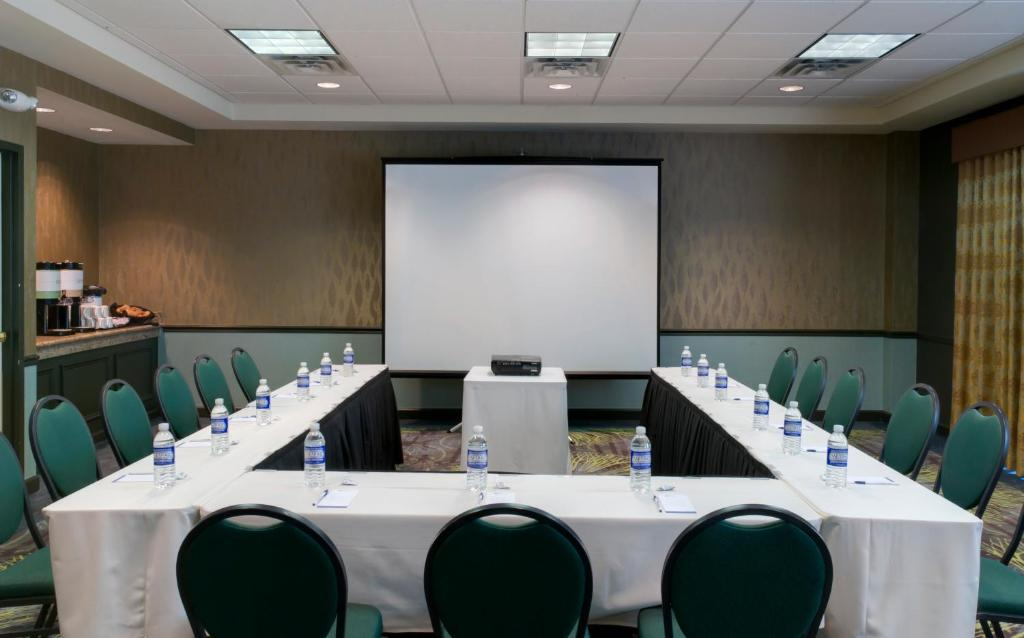 Book Now Hilton Garden Inn Albany Airport (Albany, United States). Rooms  Available