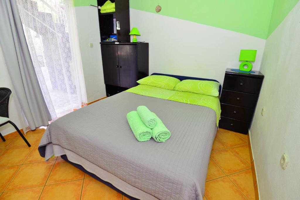 Double Room with Shower Apartments Veky 3