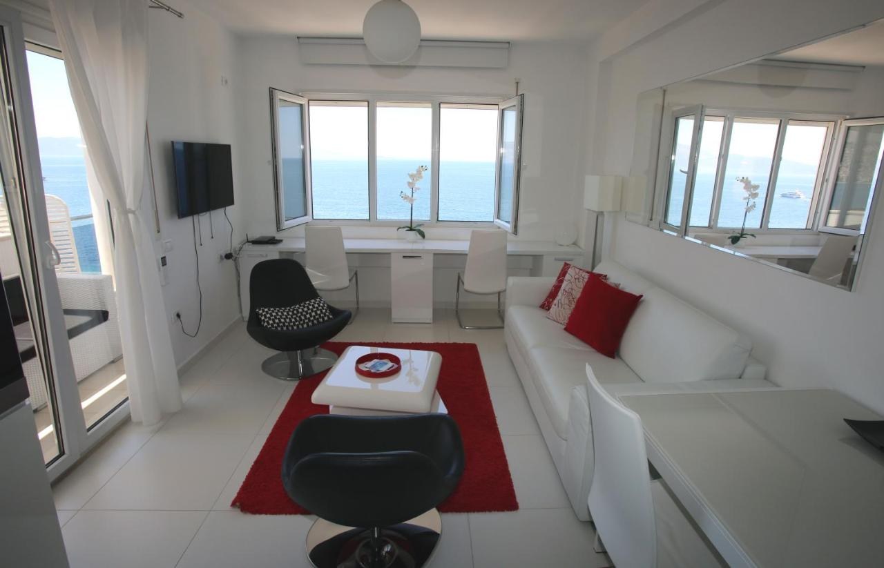 White Residence Luxury Apartments, Sarandë