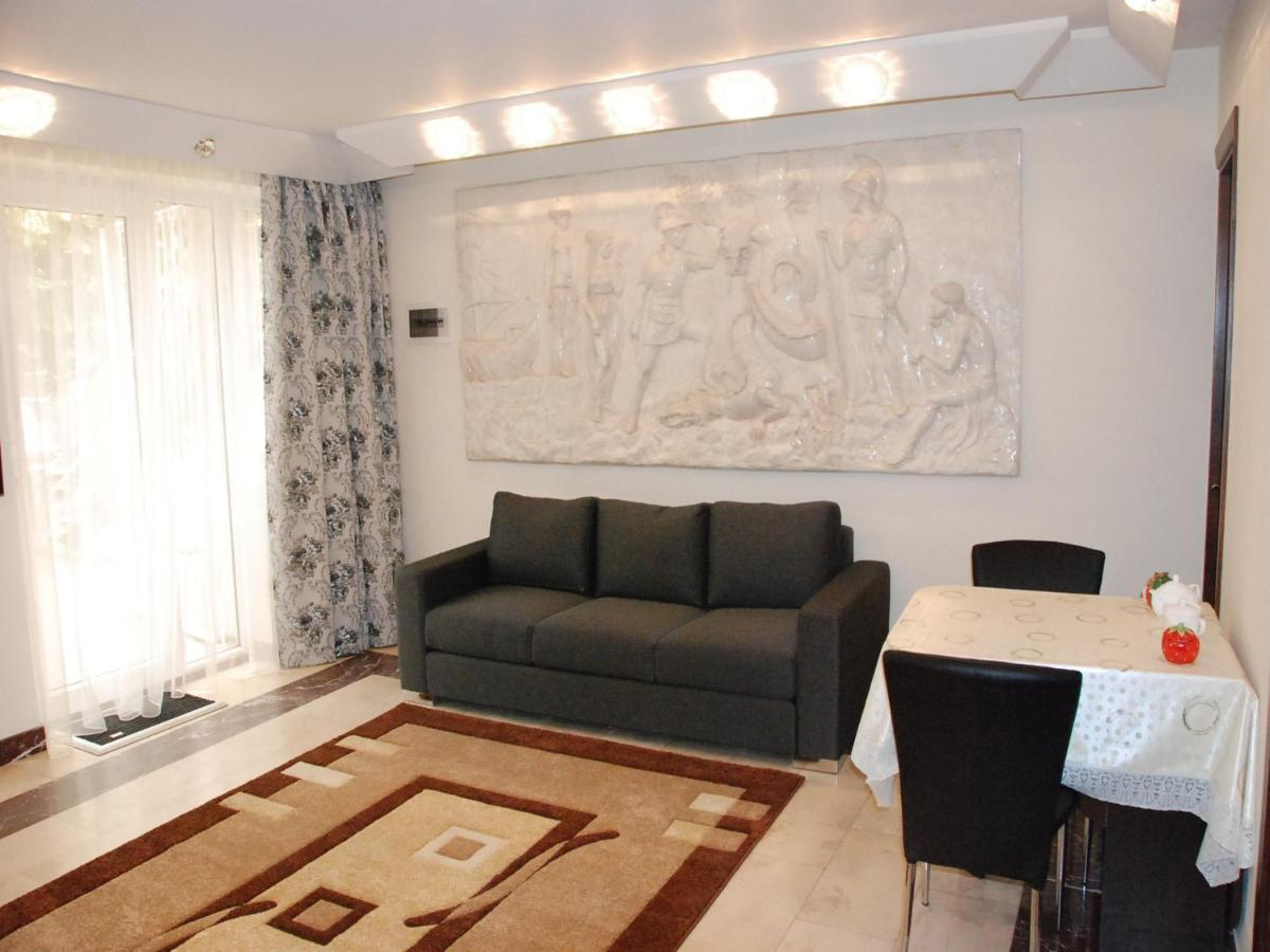 Dreamlike World Apartment on Rustaveli, Tbilisi
