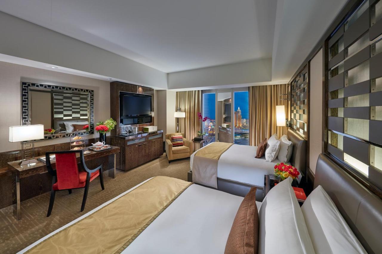 Гостиная с видом на Las-Vegas без смс