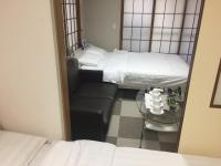 Kitaueno Zebra Apartment, Apartments - Tokyo