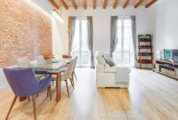 Stylish 2 bed/2 bath flat close to Arc de Triomf