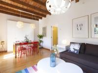 Charming Sunny Apartment Steps to Sagrada Familia
