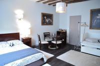 Maison du chatelain, Penziony - Saint-Aignan