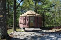 Tranquil Timbers Yurt 3, Комплексы для отдыха с коттеджами/бунгало - Sturgeon Bay