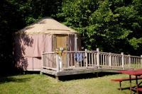 Tranquil Timbers Yurt 4, Комплексы для отдыха с коттеджами/бунгало - Sturgeon Bay
