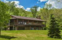 Hillside Retreat Four-Bedroom Holiday Home, Case vacanze - McHenry