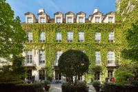 Le Pavillon de la Reine - Paris, , France