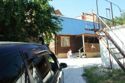 Guest house on Bolnichnyi 11