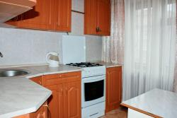 ALLiS-HALL One-Bedroom Apartment at Pervomayskaya 35