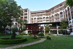 Estreya Apartments
