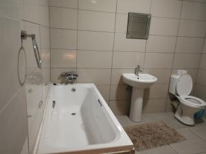 Kamho Guesthouse, Penzióny  Ongwediva - big - 12