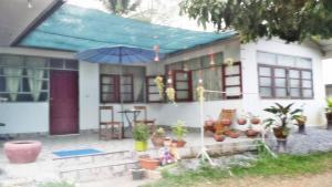 Siriya and Ron Guesthouse