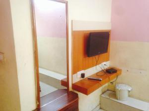 Hotel Aniket inn, Гостевые дома  Ахмадабад - big - 7