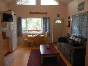 Alaska Creekside Cabins- Shady Nook