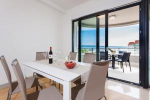 Paradise Luxury Apartments - Sunset Suite 11, Apartmány  Podstrana - big - 1