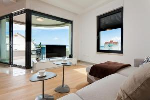 Paradise Luxury Apartments - Sunset Suite 11, Apartmány  Podstrana - big - 58