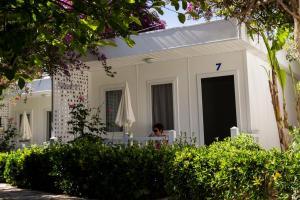 obrázek - Blue & White Hotel