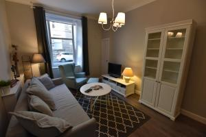 First - Caledonian House Apartment