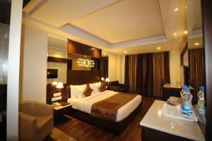 Hotel Golden Grand, Отели  Нью-Дели - big - 33