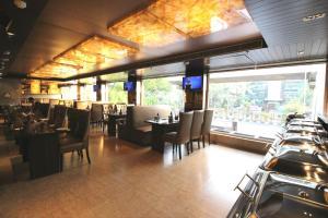 Hotel Golden Grand, Отели  Нью-Дели - big - 39