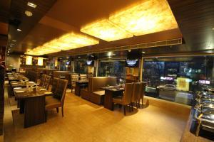 Hotel Golden Grand, Отели  Нью-Дели - big - 57
