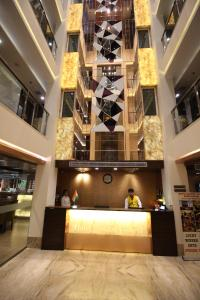 Hotel Golden Grand, Отели  Нью-Дели - big - 68