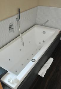 Hotel Lalla - Beauty & Relax, Отели  Чезенатико - big - 18
