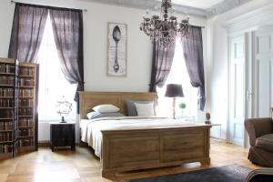 Leon Apartments