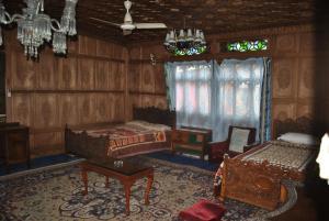 Kashmir View Houseboat, Отели  Сринагар - big - 14