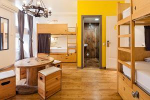 Hostel Emporio