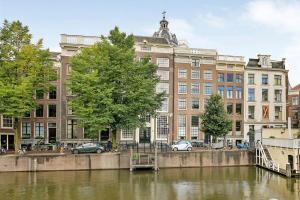 Luxury Suite Adam Canal