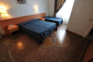 Hotel Miramare, Hotels  Ladispoli - big - 1