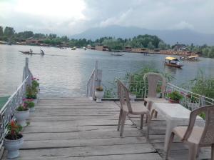 Kashmir View Houseboat, Отели  Сринагар - big - 30