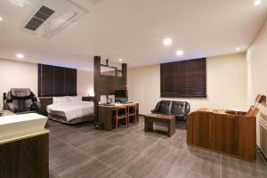 AM Hotel