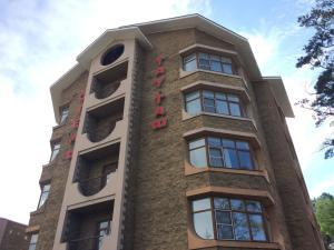 Tau-Tash Hotel Complex