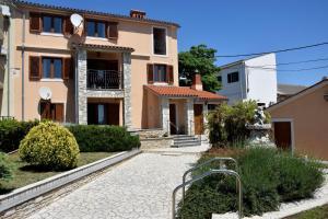Sea view apartmant Nona,2+2, Liznjan, Croatia