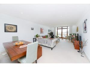 Stylish two bedroom flat close to the river