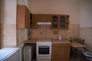 Apartment on Kyryla i Mefodiya 21