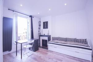 Beautiful bright apartment near the Trocadero