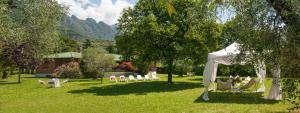 Villa La Darsena, Villas  Marone - big - 30