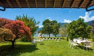 Villa La Darsena, Villas  Marone - big - 35