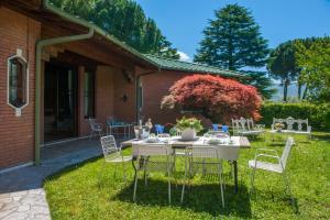 Villa La Darsena, Villas  Marone - big - 36