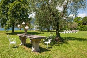 Villa La Darsena, Villas  Marone - big - 37