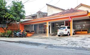 RedDoorz near Exit Tol Pasteur, Pensionen  Bandung - big - 21