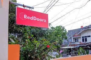 RedDoorz near Exit Tol Pasteur, Pensionen  Bandung - big - 22