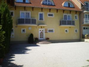 Tarr Apartmanok, Pensionen  Keszthely - big - 58